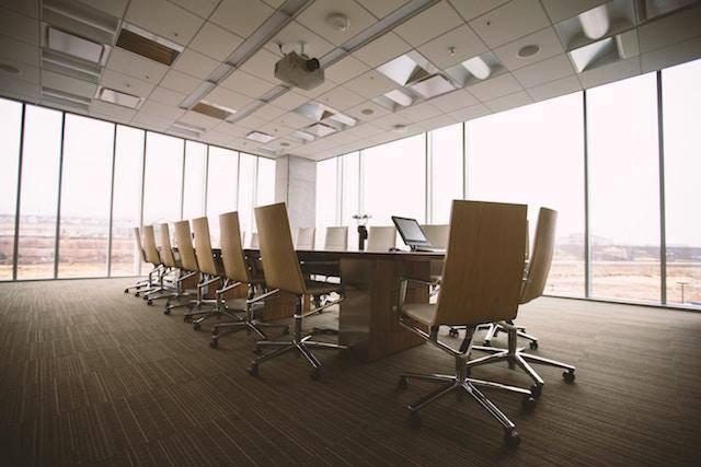 vetri puliti e spendenti per uffici